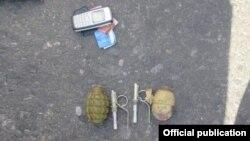 Гранаты РГД-5 и Ф-1, обнаруженные у задержанного.