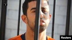 """""""Ислам мемлекеті"""" тобы содырларының иорданиялық ұшқыш Муаз әл-Касасбиді өлтіргені туралы видеодан скриншот. 3 ақпан 2015 жыл."""