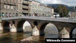 Неподалеку от этого моста в Сараево был убит эрцгерцог Франц Фердинанд
