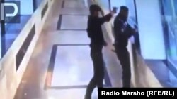 Убийство прапорщика Ахмеда Допаева 22 июня в надземном переходе на проспекте имени Ахмата Кадырова было снято камерой видеонаблюдения