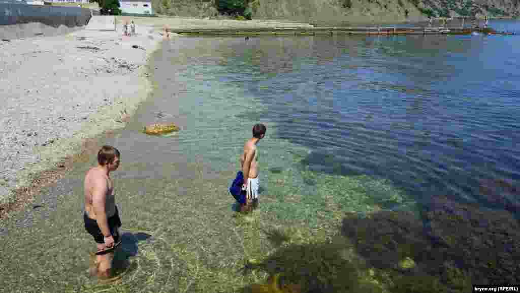 Вода на пляжі Курортного прозора