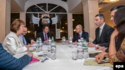 Ketrin Ešton na sastanku sa ukrajinskom opozicijom
