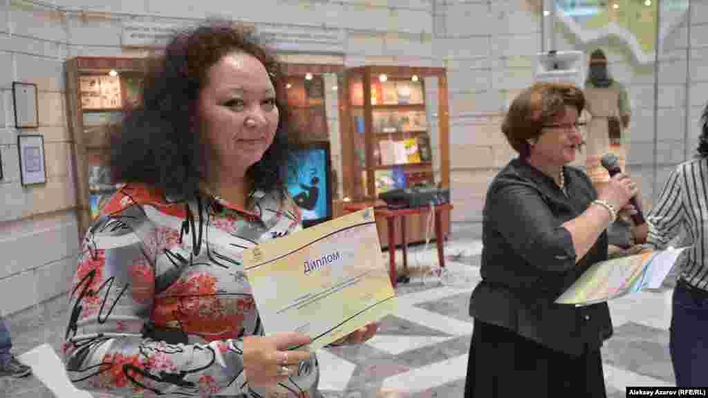 Участники и победители конкурса были отмечены дипломами и подарочными сертификатами на покупки в магазине цифровой техники. Из победителей на открытии была только Мадина Алимханова (Алматы, КазТАГ).