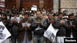 File photo of journalists from the Balochistan Union Of Journalists praying for their colleague Imran Sheikh, who was killed in a bomb attack in January 2013.
