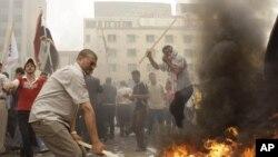 جانب من الأحداث التي رافقت تظاهرات الجمعة في ساحة التحرير