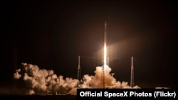 SpaceX's Falcon 9 Starlink raketasi starti