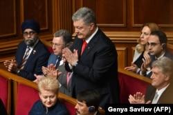 Петр Порошенко на церемонии инаугурации Владимира Зеленского в украинском парламенте