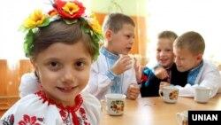Володимир Зеленський повідомив, що з 6 квітня для школярів 5–11-х класів розпочинається проєкт «Всеукраїнська школа онлайн»