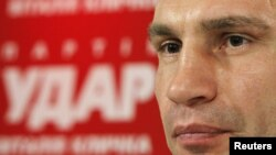 """""""Удар"""" партиясының жетекшісі, боксшы Виталий Кличко. Киев, 29 қазан 2012 жыл"""