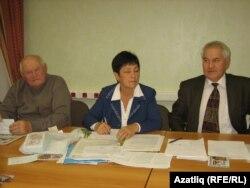 Мәсгут Гаратуев (с), Нәзирә Касимова, Фнүн Мирзаянов