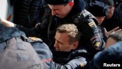 Акциянын демилгечиси Алексей Навальный өзү да кармалганы кабарланды.