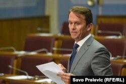 Jedino je poslanik opozicione Socijaldemokratske partije Raško Konjević generalno imao pozitivan stav prema aplikaciji MANS-a