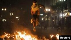 Բրազիլիա - Սան Պաուլոյի փողոցներից մեկը ոստիկանության եւ ցուցարարների բախումների ժամանակ, 18-ը հունիսի, 2013թ.
