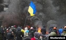 Сутички між силовиками та учасниками протестів. Київ, січень 2014 року