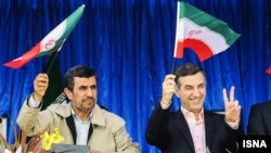 Iranian President Mahmud Ahmadinejad (left) with his top aide Esfandiar Rahim Mashaei (file photo)