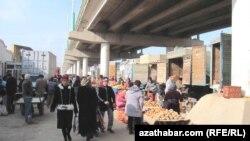Lebap, köpri astyndaky bazar