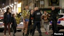 Policia franceze duke i evakuuar banorët në lagjen Sent Denis të Parisit