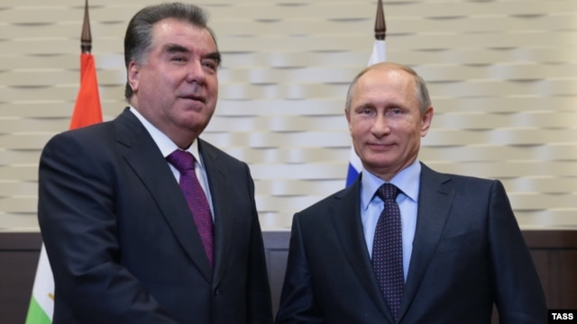 Tajik President Emomali Rahmon (left) made his remarks during a meeting with Russian President Vladimir Putin in Sochi on October 6.