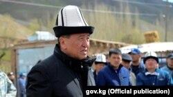 Премьер-министр Кыргызстана Сооронбай Жээнбеков, выдвигаемый правящей Социал-демократической партией.
