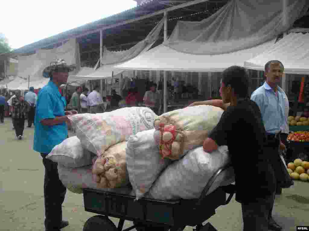 "A youth transports a load of vegetables at a market in the Tajik capital, Dushanbe (RFE/RL) - Low-quality education is also a problem in many regions. ""Low-quality schools where children experience discrimination or abuse may not seem any more attractive than a hazardous job with a cruel and demanding boss,"" the ILO reports."