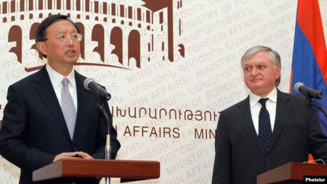 Amenia -- Chinese Foreign Minister Yang Jiechi (L) at a joint news conference with his Armenian counterpart Edward Nalbandian,17Feb2011.