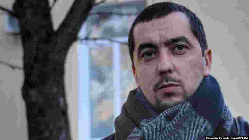 Один из адвокатов Олега Приходько Назим Шейхмамбетов рассказал, что в Ростове активиста содержат в камере с крысами: «Его поместили в камеру, где вместе с ним живут крысы. Он мне рассказывает, что часто приходится их отгонять. Это очень беспокоит его и не дает возможность нормально отдыхать, нормально готовиться к судебным заседаниям»