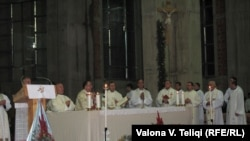 """Ceremonia tradicionale e Krishtlindjes në Katedralen """"Nënë Tereza"""" në Prishtinë."""