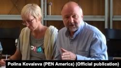 Выступает Андрей Курков. Фото Polina Kovaleva (PEN America)