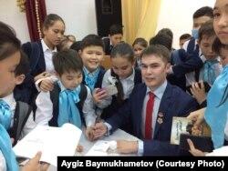 Айгиз Баймөхәммәтов Казакъстан укучылары арасында