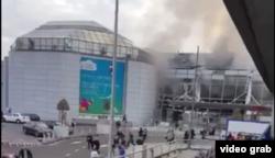 Әуежайдағы жарылыстың интернетке жарияланған видеосынан алынған скриншот. Брюссель, 22 наурыз 2016 жыл.