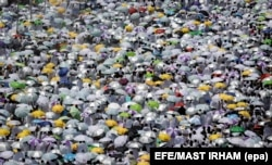 Muslim worshippers gather outside Namrah Mosque during the Hajj pilgrimage in Arafat, near Mecca, Saudi Arabia on August 31
