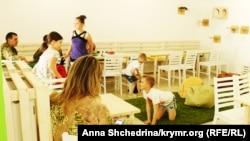 Інтер'єр у «Зоокафе», яке переселенка з Криму відкрила у Львові