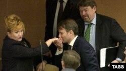 Депутаты за лето успели соскучиться друг без друга