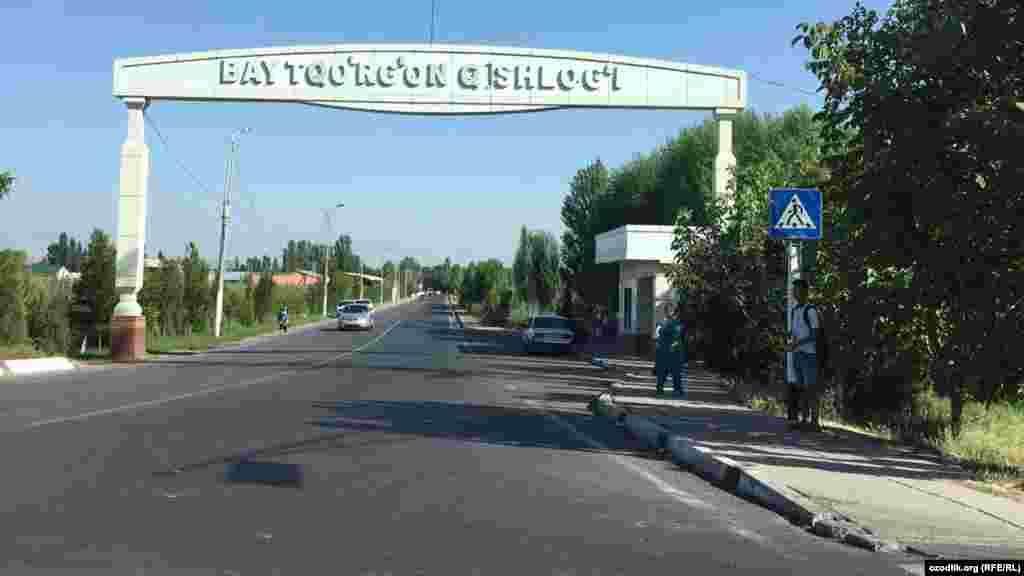 Въезд в село Байтурткан, где завершают строительство резиденции для Шавката Мирзияева.