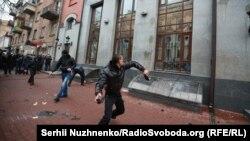 Участники акции «Смерть России» атаковали здание «Россотрудничества» в Киеве. 18 февраля 2018 года