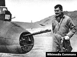 Clark Gable 1943 Amerika Hərbi Hava Qüvvələrində xidmət edərkən.