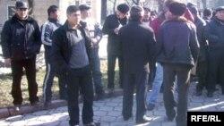 Акция протеста в Бишкеке трудовых мигрантов, депортированных из Казахстана.
