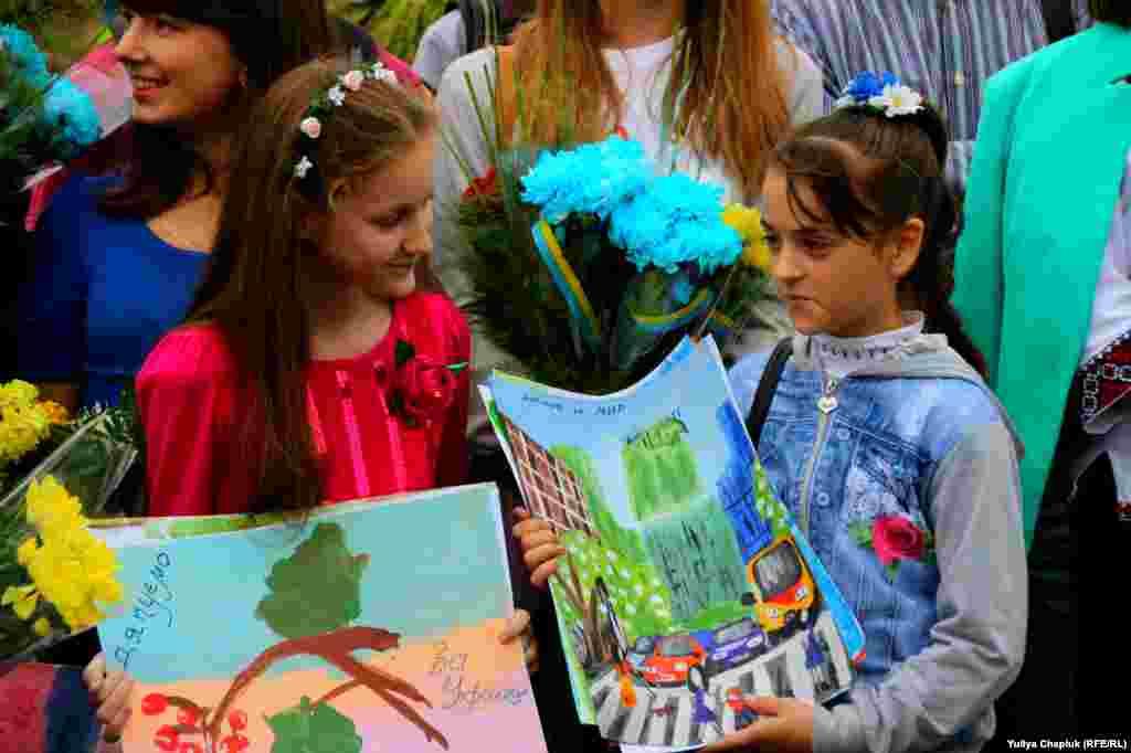 Наймолодші житомиряни приготували військовим сюрприз – свої малюнки