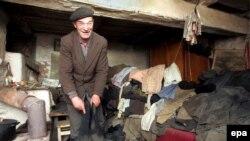 52-летний Федор Стрый так и живет в деревне Ильинцы, расположенной в 20 километрах от взорвавшегося реактора