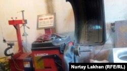 Доңғалақ шеберханасы. Алматы облысы, Байсерке ауылы, 27 желтоқсан 2011 жыл.