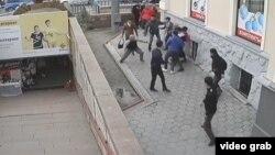 Бишкектеги өспүрүмдөр катышкан мушташ.