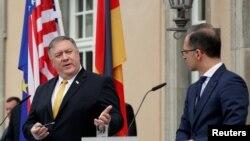 Майк Помпео (л) і Гайко Маас (п) повідомили на прес-конференції, що обговорили й Україну, Берлін, 31 травня 2019 року