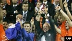 در پايان يک قهرمانی باشکوه، هلندي ها جشن بزرگی را در ورزشگاه خرونينگن برپا کردند.