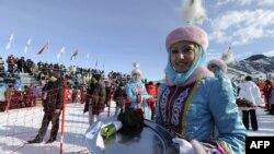 Алматыда өткен қысқы Азия ойындарының жеңімпаздарын мараттауға дайындалып тұрған қызметкер. Алматы, 1 ақпан 2011 жыл.