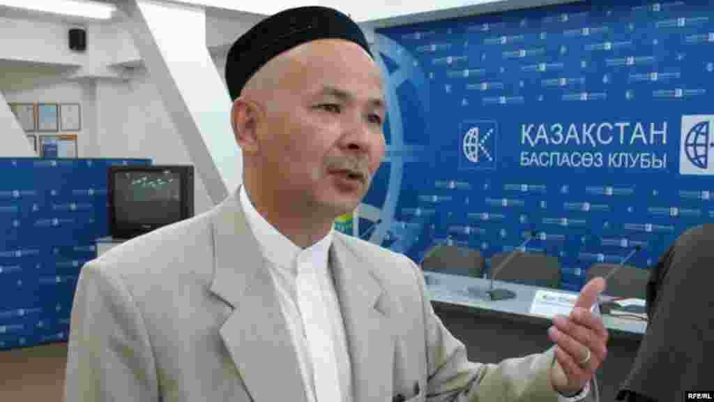 4 июня на 10 суток арестован оппозиционный активист Ермек Нарымбаев по обвинению в сопротивлении представителям власти и участии в несанкционированном митинге. На семь суток ареста осужден председатель организации «Союз мусульман Казахстана» Мурат Телибеков (на фото) за организацию несанкционированного митинга.
