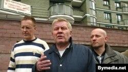 Дэпутаты Ўладзімер Парфяновіч, Валеры Фралоў і Сяргей Скрабец, чэрвень 2004
