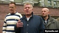 Дэпутаты Ўладзімер Парфяновіч, Валер Фралоў, Сяргей Скрабец, 8 чэрвеня, 2004 году