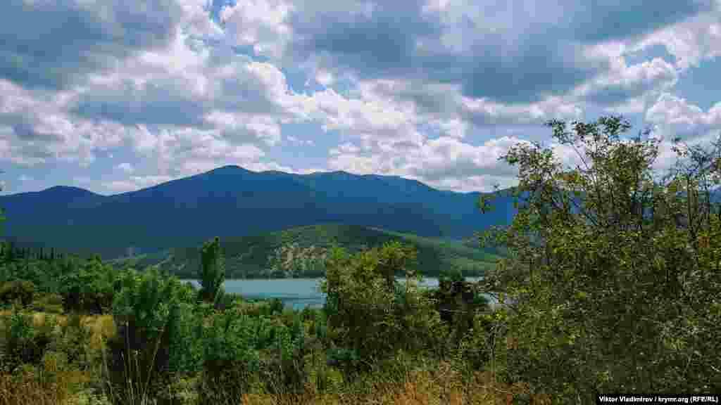 Körbekül suv anbarı. O, Qırımnıñ eñ teren suv anbarı sayıla. Maksimum terenligi - 70 metr, uzunlığı - 4 kilometr. Yalı kenarınıñ uzunlığı - 5,5 km