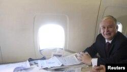 Лех Качиньский на борту Ту-154. Ноябрь 2008 года