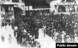 Открытие Первого Курултая крымскотатарского народа в Ханском дворце Бахчисарая. Ноябрь 1917 года